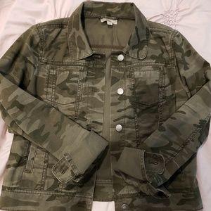 Ann taylor loft camo jean denim jacket xs